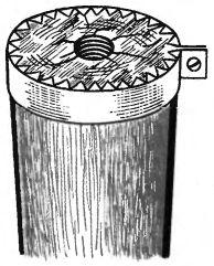 Рис. 2. Предохраняющий хомутик на ножке табуретки