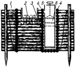 Рис. 9. Среднебойное водяное колесо в свайно-ряжевой плотине (вид спереди, само колесо для упрощения рисунка не приведено)