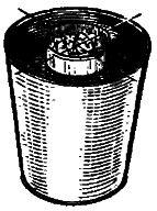 Рис. 1. Самодельная дроболитня из ведра и консервной банки