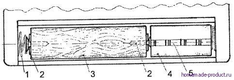 Рис. 6. Батарея из аккумуляторных элементов в радиоприемнике (вместо четырех гальванических элементов типа Прима)
